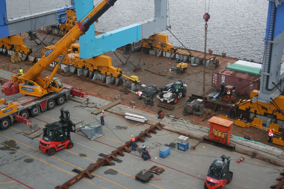 Organizing the transport from sea to quayside location.