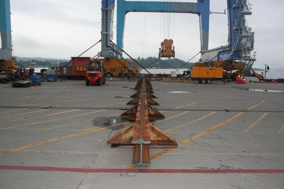 The transportation will happen rolling on steel tracks.
