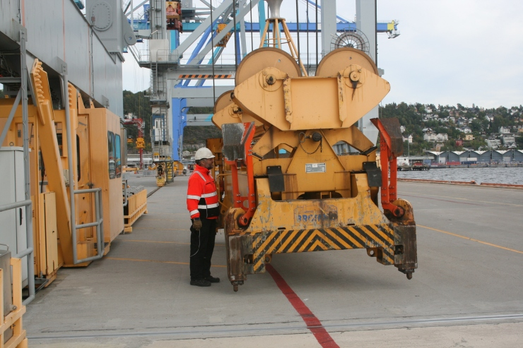Mr. Ervik is showing me how to get the spreader in a special position for special cargo.